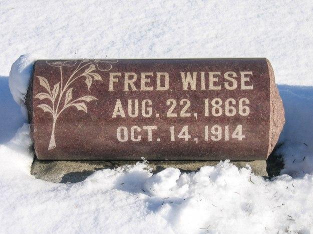Grave_Wiese_Fred_Elmwood_Cemetery.jpg