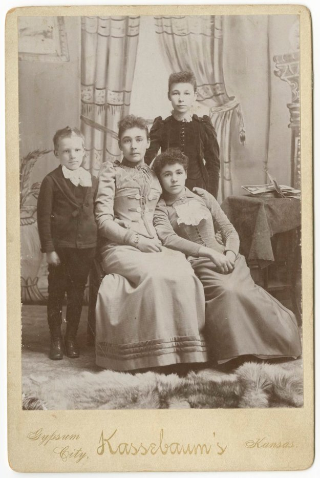 Hoffman_Charles_Fenton_Belle_Alpha_Leota_c_1890